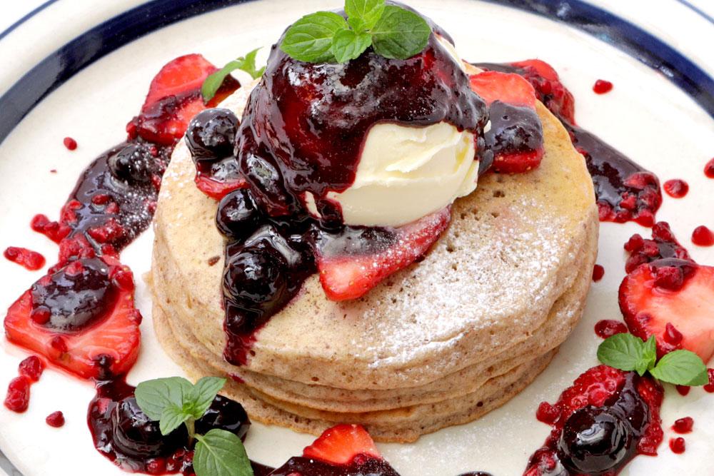 タロイモベリーパンケーキ